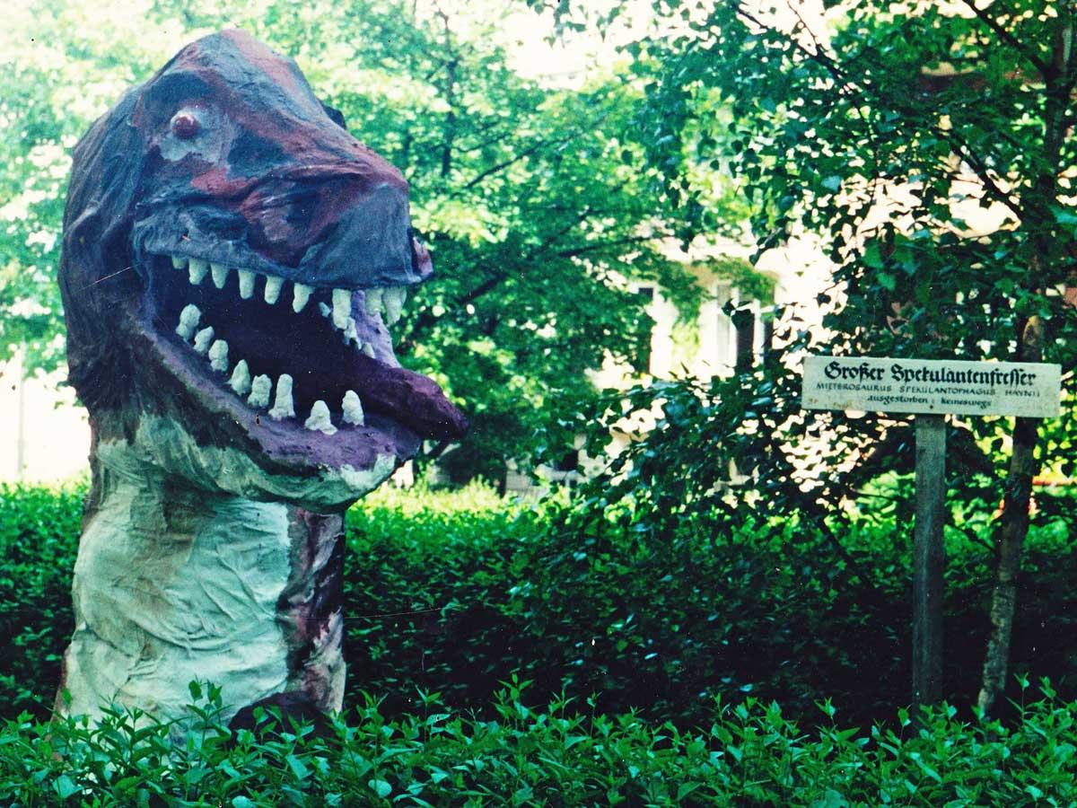 """Der Dino wird 30! Großer Spekulantenfresser """"Mieterosaurus Spekulantophagus Haynii"""" Ausgestorben? Keineswegs!"""